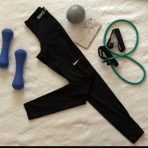 Nike Pants - NIKE PRO BLACK ATHLETIC LEGGINGS